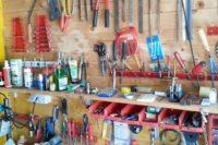 Garagen sind oftmals mehr Werkstatt und Hobbyraum als nur Unterstellmöglickeit für das Auto