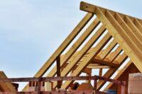 Baumaterial - Bauholz für den Dachstuhl